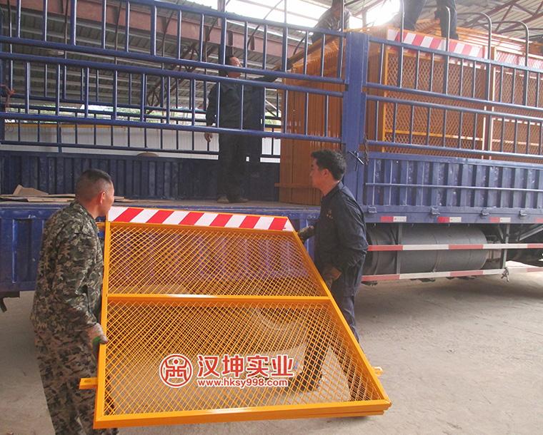 汉坤实业室内电梯井安全防护门出货图