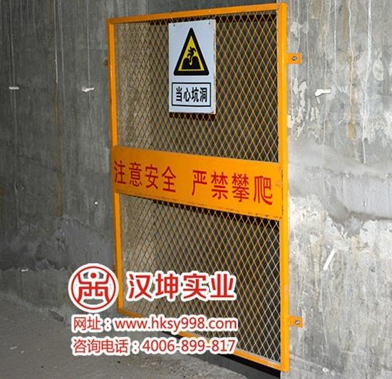 电梯井道安全门安装在华晨第一城项目实景图